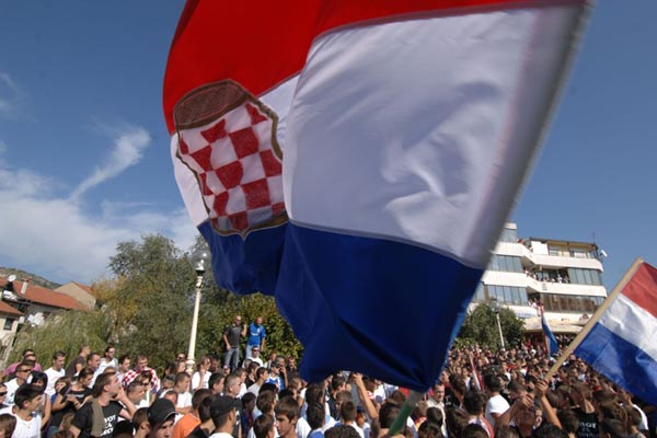 https://www.hercegovina.info/img/repository/2014/07/web_image/herceg-bosna-zastava_60868125.jpg