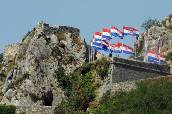 http://hrvatskifokus-2021.ga/wp-content/uploads/2018/03/knin-zastave3-600x400_35395780.jpg