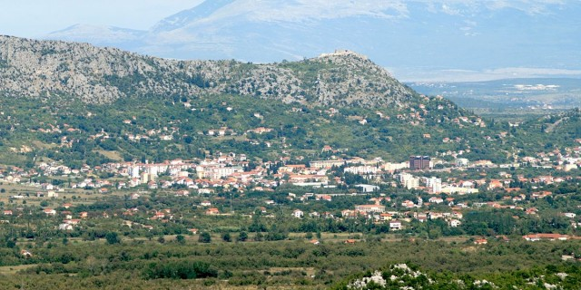 Na širem području Ljubuškog registrirano je, locirano i opisano oko 120 arheoloških nalazišta