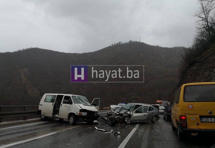 Teška prometna nesreća kod Jablanice, tri osobe ozlijeđene